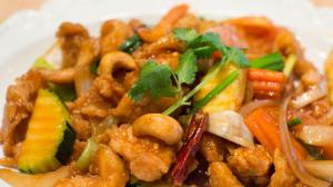 CRISPY CHICKEN & CASHEW